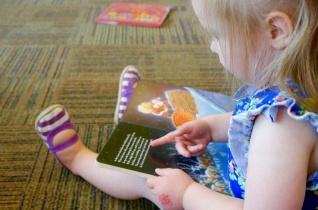 Mesekönyveket gyűjt a karitász Pécsett a kárpátaljai gyerekek számára