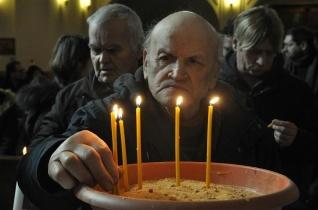 Miklós miséjével emlékeztek az elhunyt hajléktalanokra Pécsen