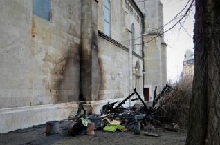 Tűz ütött ki Budapest egyik legnagyobb templomában – Felmerül a szándékos gyújtogatás gyanúja