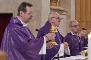 A csütörtök délutáni elmélkedés a pápa lelkigyakorlatán – Jézus keresése a perifériákon