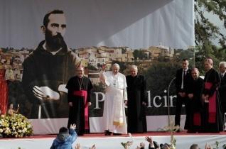 Ferenc pápa Pietrelcinába utazott