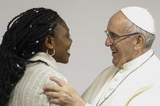 """""""Akkor védelmezzük a másikat, ha segítjük növekedését"""" – Fiatalok beszélgettek Ferenc pápával"""