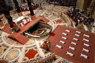 Legyetek irgalmasok! – Ferenc pápa tizenhat papot szentelt a Szent Péter-bazilikában