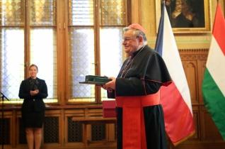Állami kitüntetésben részesült Dominik Duka bíboros, prágai érsek