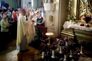 Szentmisével és virágáldással ünnepeltek Szent Rita napján Nagyváradon és Kolozsváron