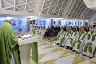 Ferenc pápa: A házasság szépségében Isten tükröződik