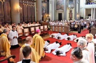 Krisztus szeretetének közvetítői legyetek – Pap- és diakónusszentelést ünnepeltek Vácott