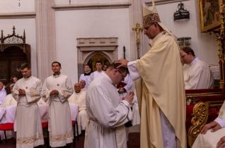 Nyolc papot szenteltek Kassán – Schmotzer Péter Szepsiben mutatta be újmiséjét