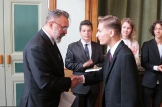 Öt győri bencés diák kapott díjat, ösztöndíjat a Bencés Diákok Győri Egyesületétől