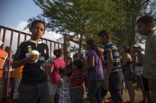 Az amerikai püspökök ellátogatnak a menedékkérő szülőktől elszakított gyerekekhez a mexikói határhoz
