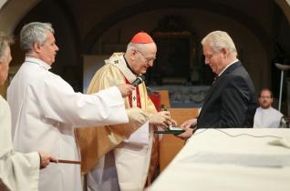 Erdő Péter bíboros Szent Adalbert-díjjal tüntette ki Tarlós István főpolgármestert