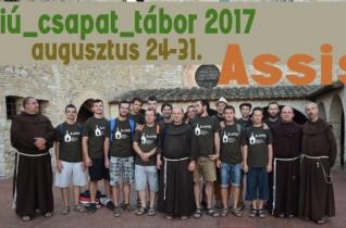 Egyedülálló nyári programot kínálnak fiúk számára az erdélyi ferencesek