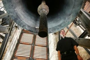 Csak a háborúkban hallgattak el... – Látogatóban a Szent István-bazilika harangtornyaiban