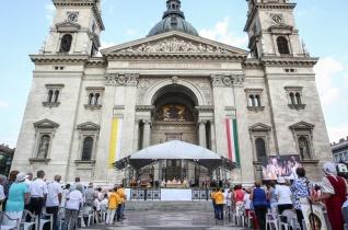 """""""Maradjunk Szófogadók, maradjunk Isten Igéjének befogadói"""" – Szent István-napi szentmise Budapesten"""