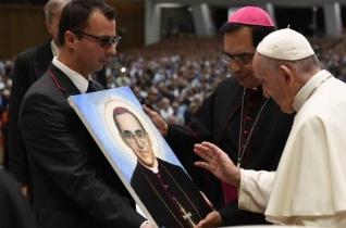 Ferenc pápa a salvadori zarándokokhoz: A vértanúk megerősítő szentsége jel