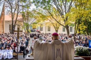 Hűséges imádságuk tartja meg világot – Nagyszülők zarándoklata az alsószentiváni kegyhelyre