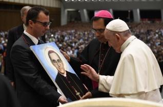 Ferenc pápa: Óscar Romero arra tanít, hogy minden katolikusnak mártírnak kell lennie!