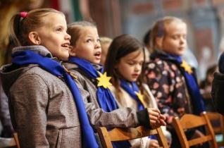 Ötszázan az egymillióból – Rózsafüzért imádkozó gyermekek tanúságtétele Szolnokon