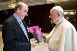 Átadták Ferenc pápának a piarista ifjúsági szinódus dokumentumát