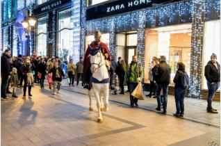 Szent Márton lóháton vezette a menetet Budapest belvárosában – KÉPRIPORT