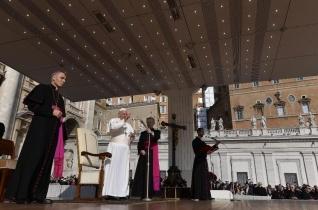Ferenc pápa: Felemelő feladat igazat szólni és igazként élni!