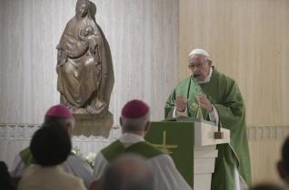 Ferenc pápa: Túl gyakran engedünk a feltűnés kísértésének