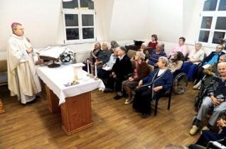 A szeretet nem függ a kortól – Püspöki búcsúi szentmise a karitász nagyváradi idősotthonában
