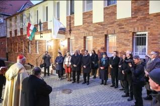 Erdő Péter megáldotta a máriaremetei plébánia felújított épületét
