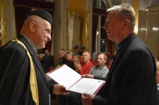 Elismerésben részesült az egyetemes emberi értékrend védelméért Beer Miklós püspök