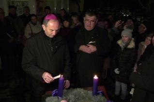 Adventi gyertyagyújtással kezdődött a közösségi élet Pécs új plébániáján