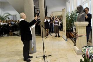 Felavatták Jancsó Benedek mellszobrát a Budapesti Egyetemi Katolikus Gimnáziumban
