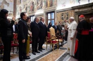 Ferenc pápa a vatikáni karácsonyi koncert fellépőit fogadta