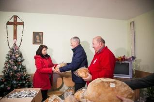 Ajándékcsomagokkal, kályhával és tűzifával segít a Katolikus Karitász Kárpátalján