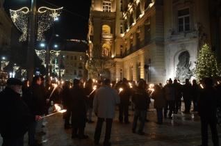 Fáklyás megemlékezést tartottak Budapesten az üldözött keresztényekért