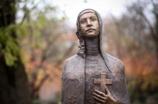 """""""Az Oltáriszentség előtt égő örökmécses"""" – Árpád-házi Szent Margitra emlékezünk"""