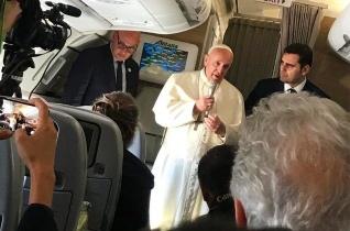 Ferenc pápa úton Panama felé megemlékezett egy nemrég elhunyt orosz újságíróról