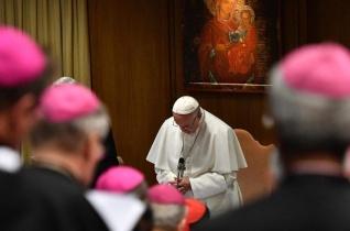 Ferenc pápa: A kiskorúak védelmében konkrét és hatékony intézkedéseket kell hoznunk