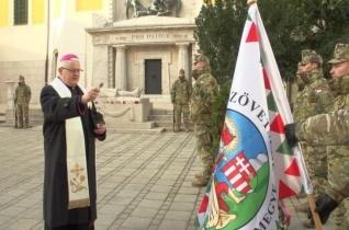 Emléktúrával és zászlómegáldással tisztelegtek a doni hősök emléke előtt Székesfehérváron