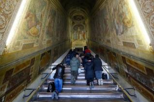 Negyven napra eltávolítják a faburkolatot a római Szent Lépcsőről