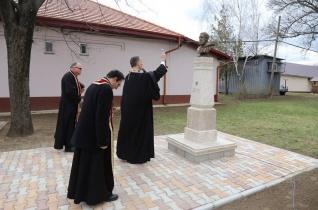 Kossuth-szobrot és emléktáblát avattak Geszteréden