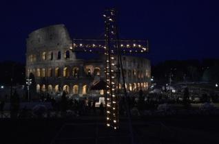 Krisztussal és az asszonyokkal a keresztúton – Keresztút Ferenc pápával nagypénteken a Colosseumban