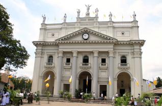 Bezárták a katolikus templomokat Srí Lankán
