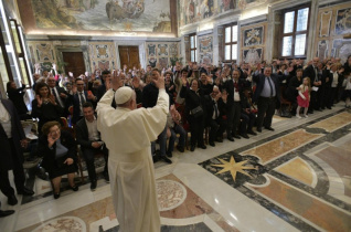 Isten hangját mindenki hallja – A siketek olasz szövetségének tagjaival találkozott a pápa