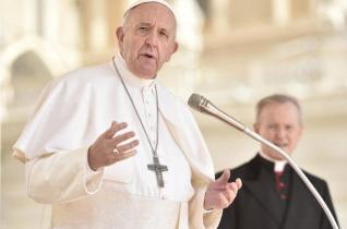 Ferenc pápa: Hogy imádkozni tudjunk, együgyűvé kell válnunk!