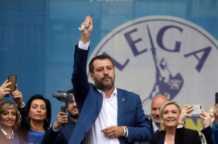 """Salvini és a rózsafüzér – """"Veszélyes dolog Istent a magunk javára segítségül hívni"""""""