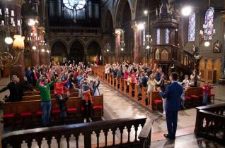 Testvéri segítséggel magyar nyelven is elérhető a népszerűvé vált román pápaváró himnusz