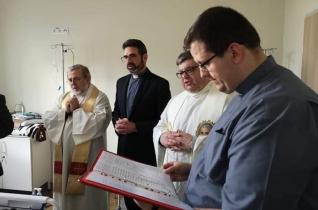 Pappá szenteltek Varsóban egy betegsége végstádiumában lévő szeminaristát